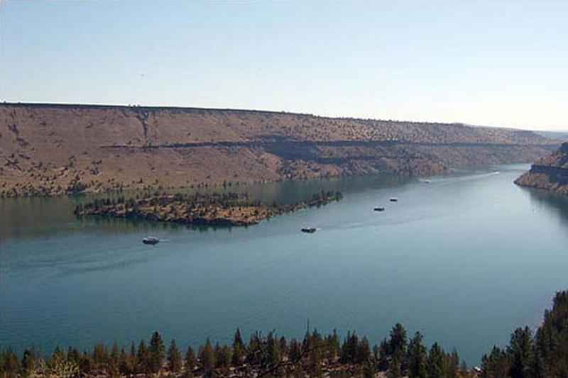 lake billy chinook boating fishing information